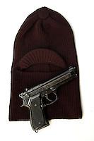 Passamontagna e pistola. Balaclavas and gun....