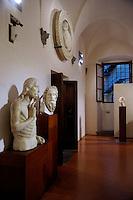 Il Battesimo di Cristo, gruppo scultoreo marmoreo di Tino di Camaino.Museo dell'Opera del Duomo..Firenze.Florence.