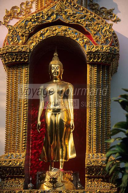 Asie/Thaïlande/Env de Chiang Mai/Parc National de Doi Suthep-Doi Pui : Sanctuaire du Wat Phra That Doi Suthep dans la montagne Doi Suthep (Fondé en 1383 pour abriter de précieuses reliques) - Détail Bouddha