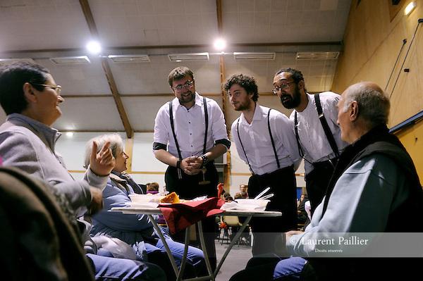 TITRE<br /> <br /> Compagnie : <br /> Mise en scène : <br /> Avec :  <br /> Printemps de Paroles 2013<br /> LIEU<br /> VILLE<br /> 31/05/2013<br /> © Laurent Paillier / photosdedanse.com