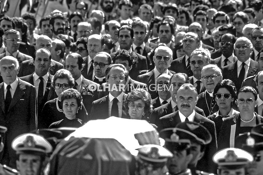 Políticos no funeral de Tancredo Neves, Brasília. 1985. Foto de Ricardo Azoury.