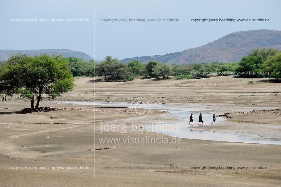 KENYA Turkana Region, Kakuma , Turkana a nilotic tribe is living here, the region is affected permanently by drought and hunger / KENIA Turkana Region , Kakuma, hier leben die Turkana ein nilotisches Volk, die Region ist immer wieder von Duerre und Hunger bedroht