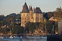 Europe/France/Pays de la Loire/44/Loire-Atlantique/Pornic: Le port et le  Château qui appartint à Gilles de Rais