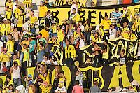 BARRANCABERMEJA- COLOMBIA - 13 - 09-2015: Hinchas de Alianza Petrolera animan a su equipo, durante partido Alianza Petrolera y Once Caldas, por la fecha 12 por la Liga Aguila II 2015 en el estadio Daniel Villa Zapata en la ciudad de Barrancabermeja. / Fans of Alianza Petrolera cheer for their team, during a match Alianza Petrolera and Once Caldas, for date 12 of the Liga Aguila II 2015 at the Daniel Villa Zapata stadium in Barrancabermeja city. Photo: VizzorImage  / Jose D Martinez / Cont.