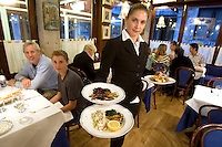 Interno del ristorante Al Paradiso, a Venezia.<br /> A waitress shows dishes inside the restaurant Il Paradiso, in Venice.<br /> UPDATE IMAGES PRESS/Riccardo De Luca