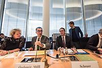 In einer nichtoeffentlichen Sondersitzung des Bundestagsausschuss fuer Verkehr und digitale Infrastruktur, am Mittwoch den 24. Juli 2019, berichtete Bundesverkehrsminister Andreas Scheuer (CSU) dem Ausschuss ueber Vertragsinhalte und moegliche Schadensersatzansprueche im Hinblick auf Kuendigungen von Vertraegen zur Infrastrukturabgabe (MAUT) in Folge des Urteils des Europaeischen Gerichtshofs (EuGH). Das Verkehrsministerium hatte, noch bevor die Einfuehrung der MAUT rechtsgueltig haette werden koenne, millionenschwere Vertraege mit Firmen abgeschlossen.<br /> Im Bild 2.vl.: Der Ausschussvorsitzende Cem Oezdemir, Buendnis 90/ Die Gruenen. Rechts neben Oezdemir: Verkehrsminister Scheuer.<br /> 24.7.2019, Berlin<br /> Copyright: Christian-Ditsch.de<br /> [Inhaltsveraendernde Manipulation des Fotos nur nach ausdruecklicher Genehmigung des Fotografen. Vereinbarungen ueber Abtretung von Persoenlichkeitsrechten/Model Release der abgebildeten Person/Personen liegen nicht vor. NO MODEL RELEASE! Nur fuer Redaktionelle Zwecke. Don't publish without copyright Christian-Ditsch.de, Veroeffentlichung nur mit Fotografennennung, sowie gegen Honorar, MwSt. und Beleg. Konto: I N G - D i B a, IBAN DE58500105175400192269, BIC INGDDEFFXXX, Kontakt: post@christian-ditsch.de<br /> Bei der Bearbeitung der Dateiinformationen darf die Urheberkennzeichnung in den EXIF- und  IPTC-Daten nicht entfernt werden, diese sind in digitalen Medien nach §95c UrhG rechtlich geschuetzt. Der Urhebervermerk wird gemaess §13 UrhG verlangt.]
