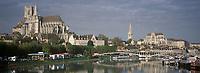Europe/France/89/Bourgogne/Yonne/Auxerre: L'Yonne et cathédrale Saint Etienne