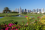 United Arab Emirates, Dubai: The Montgomerie Golf Club with Dubai skyline | Vereinigte Arabische Emirate, Dubai: der Montgomerie Golf Club vor Dubais Skyline