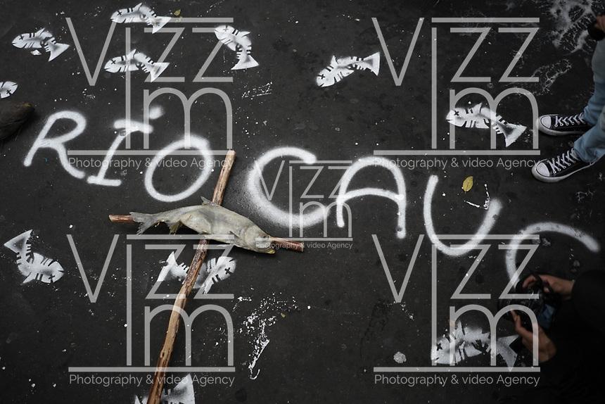 BOGOTA - COLOMBIA, 14-02-2019: Cientos de personas protestan hoy, 14 de febrero de 2019, frente al Ministerio del Medio Ambiente de Colombia, para llamar la atención soibre la grave situación ambiental que se vive en la cuenca media y baja del Río Cauca debido al proyeco hidroeléctrico de Ituango, Antioquia. / Hundred of people protest today, February 14, 2019, in front of the Environmental Ministry of Colombia to draw the attention over the environmental situation of the middle and lower river basin of Cauca river caused by hydroelectric project of Ituango, Antioquia. Photo: VizzorImage / Diego Cuevas / Cont