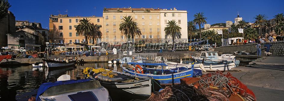 Europe/France/Corse/2A/Corse-du-Sud/Ajaccio: Pointu dans le port de pêche