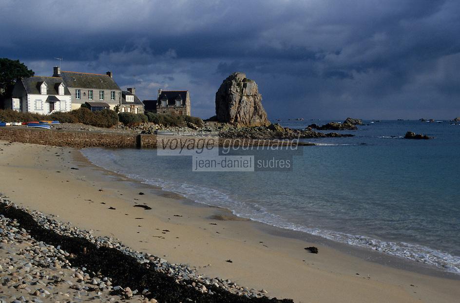 Europe/France/Bretagne/22/Côtes d'Armor/Circuit de la Côte des Ajoncs/Plougrescant: la plage aux environs de Pors-Hir