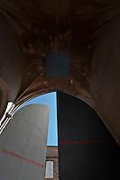 Europe/France/Aquitaine/24/Dordogne/Périgord Noir/Sarlat-la-Canéda: Porte de  l'église Sainte-Marie reconvertie en marché couvert et espace culturel par l'architecte Jean Nouvel, Place de la Liberté- Architecte Jean Nouvel Mention obligatoire