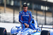 Verizon IndyCar Series<br /> Indianapolis 500 Qualifying<br /> Indianapolis Motor Speedway, Indianapolis, IN USA<br /> Monday 22 May 2017<br /> Scott Dixon, Chip Ganassi Racing Teams Honda poses for front row photos<br /> World Copyright: Phillip Abbott<br /> LAT Images<br /> ref: Digital Image abbott_indyQ_0517_21453