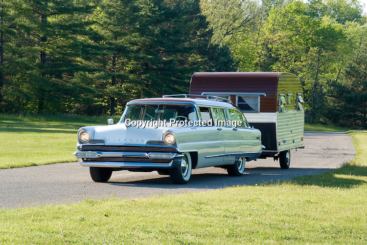 1956 Lincoln Custom Wagon with 1960 Aero Trailer. Located at the 2007 Tin Can Tourist Rally.