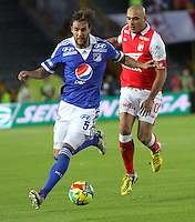 BOGOTA -COLOMBIA-13-04-2013: Omar Pérez  (Derecha) jugador del Independiente Santa Fe, disputa el balón con Ignacio Ithurralde (Izquierda) de Millonarios durante partido en el estadio El Campín de la ciudad de Bogotá, abril 13 de 2013. la decima fecha de la Liga Postobon I. (Foto: VizzorImage / Felipe Caicedo / Staff). Omar Perez  (Right) player of Independiente Santa Fe, fights for the ball with Ignacio Ithurralde (Left)  of  Millionaires during match at El Campin stadium in Bogota, April 13, 2013. the tenth day of the Liga Postobon I. (Photo: VizzorImage / Felipe Caicedo / Staff).