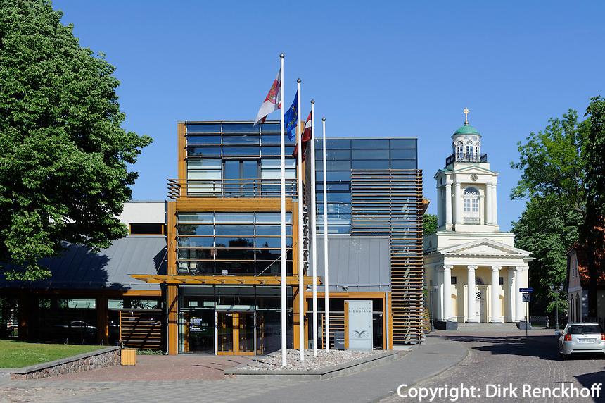 Bibliothek und St. Nikolai in Ventspils, Lettland, Europa