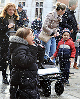 DEC 19 Artificial Snow falls in Covent Garden