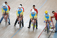 CALI – COLOMBIA – 26-02-2014: Volodymyr Dzhus, Vitaliy Popkov, Vitaliy Shchedov y Maksym Vasilyev equipo de Ucrania durante competencia de Persecucion por Equipos masculino en el Velodromo Alcides Nieto Patiño, sede del Campeonato Mundial UCI de Ciclismo Pista 2014. / Volodymyr Dzhus, Vitaliy Popkov, Vitaliy Shchedov and Maksym Vasilyev of the Ukraine team during the test of the Men´s Team Persuit at the Alcides Nieto Patiño Velodrome, home of the 2014 UCI Track Cycling World Championships. Photos: VizzorImage / Luis Ramirez / Staff.