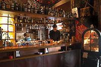 - Genoa, interior of pub near Soprana gate ....- Genova, interno di un locale nei pressi di porta Soprana