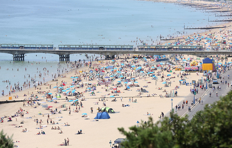 BNPS.co.uk (01202 558833)<br /> Pic: LeeMcLean/BNPS<br /> <br /> Sun seekers head down to Bournemouth beach today.