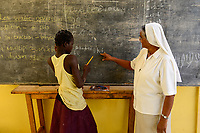 BURKINA FASO , Bobo Dioulasso, Good Shepherd Sisters, shelter for young women, boarding school, indian order sister  / Die Schwestern vom Guten Hirten, Zentrum fuer Frauen und Maedchen, SR. HILARIA PUTHIRIKKAL aus Indien und Maedchen NATALIE