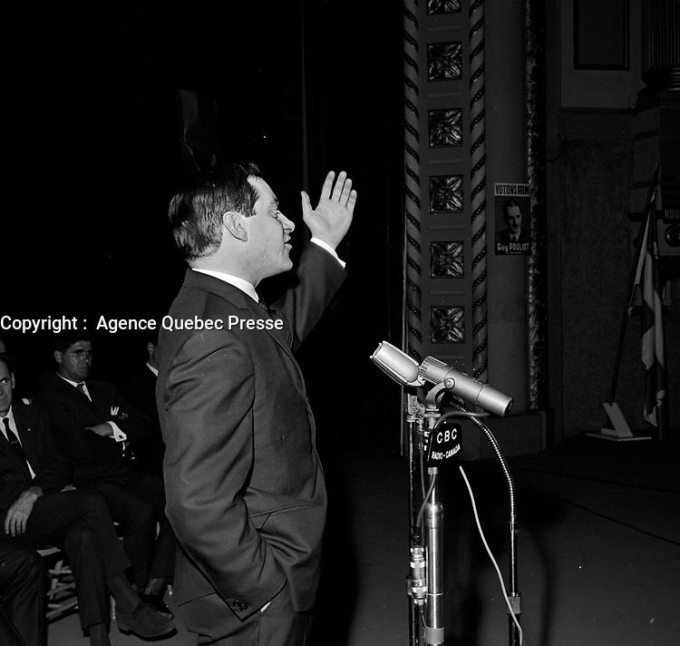 ARCHIVE -<br /> <br />  Discours de Pierre Bourgault sur l'education<br /> , le 28 mai 1966,<br /> au Palais Montcalm<br /> <br /> <br /> <br />  PHOTO :  © Agence Québec Presse, Fonds Photo Moderne