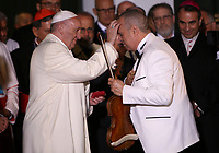 BOGOTÁ - COLOMBIA, 08-09-2017:  El Papa Francisco bendice a Alfredo de la Fe interpretar música cubana a su llegada a la Nunciatura Apostolica en el segundo día en Colombia. El Papa Francisco realiza la visita apostólica a Colombia entre el 6 y el 11 de septiembre de 2017 llevando su mensaje de paz y reconciliación por 4 ciudades: Bogotá, Villavicencio, Medellín y Cartagena. / Pope Francisco bless Alfredo de la Fe Cuban musician during his arrive to Apostolic Nunciature in his second day in Colombia. Pope Francisco makes the apostolic visit to Colombia between September 6 and 11, 2017, bringing his message of peace and reconciliation to 4 cities: Bogota, Villavicencio, Medellin and Cartagena. Photo: VizzorImage /  Inaldo Perez / Cont