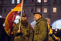 """Etwa 200 Anhaenger des Berliner Ablegers rechten Pegida-Bewegung, Baergida, versammelten sich am Montag den 5. Januar 2015 in Berlin zu einer Demonstration gegen eine angebliche Islamisierung Deutschlands und dagegen, dass """"in 30 Jahren in Deutschland die Sharia herrscht"""", so der Organisator Karl Schmitt.Bis zu 5.000 Menschen protestierten gegen den rechten Ausmarsch und blockierten bei Regen die Marschroute mehrere Stunden. Die Polizei schaffte es nicht mit koerperlicher Gewalt die Blockade zu beenden, so dass die Rechten nach drei Stunden nach Hause gehen mussten. Die Baergida-Anhaenger, """"Berlin gegen die Islamisierung des Abendlandes"""", feierten dies aber dennoch als Sieg. Waren zur ersten Baergida-Aktion eine Woche zuvor nur 5 Menschen gekommen.<br /> Unter den Anhaengern von Baergida waren viele bekannte militante Neonazis und Hooligans sowie Mitglieder der Rechtsparteien AfD und Pro Deutschland und der rechtsradikalen German Defense League. Immer wieder wurde skandiert """"Luegenpresse, auf die Fresse"""" und dass die Journalisten nach Israel verschwinden sollen.<br /> Rechts im Bild: Der Rechtsradikale und Anmelder der auslaenderfeindlichen sog. """"Montagsdemos"""" in Berlin-Marzahn, Rene Uttke.<br /> 5.1.2015, Berlin<br /> Copyright: Christian-Ditsch.de<br /> [Inhaltsveraendernde Manipulation des Fotos nur nach ausdruecklicher Genehmigung des Fotografen. Vereinbarungen ueber Abtretung von Persoenlichkeitsrechten/Model Release der abgebildeten Person/Personen liegen nicht vor. NO MODEL RELEASE! Nur fuer Redaktionelle Zwecke. Don't publish without copyright Christian-Ditsch.de, Veroeffentlichung nur mit Fotografennennung, sowie gegen Honorar, MwSt. und Beleg. Konto: I N G - D i B a, IBAN DE58500105175400192269, BIC INGDDEFFXXX, Kontakt: post@christian-ditsch.de<br /> Bei der Bearbeitung der Dateiinformationen darf die Urheberkennzeichnung in den EXIF- und  IPTC-Daten nicht entfernt werden, diese sind in digitalen Medien nach §95c UrhG rechtlich geschuetzt. Der Urheberverm"""