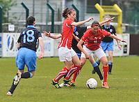 UEFA Women's Under 17 Championship - Second Qualifying round - group 1 : England - Switzerland : .Barla Deplazes (rechts) en Francesca Calo beschermen de bal voor de Engelsen.foto DAVID CATRY / Vrouwenteam.be