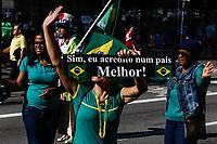 SÃO PAULO, SP, 26.05.2019: PROTESTO-SP - Manifestantes acompanham ato de apoio ao governo Bolsonaro na Avenida Paulista na tarde deste domingo (26) em São Paulo. (Foto: Carla Carniel/Código19)