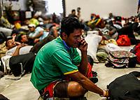 """un migrante se comunica desde su celular con su familia Comedor en El Salvador durante su estancia en el <br />  Comunitario en la colonia San Luis de Hermosillo Sonora .<br /> <br /> Caravana del Migrante conformada por un contingente de 600 personas su mayoría de origen centroamericano, que arribo a Hermosillo a bordo del tren conocido como """"La Bestia"""", provienen de la frontera Sur del País y con rumbo a la ciudad de Mexicali donde continuaran el viaje hasta Tijuana.<br /> La caravana tiene como objetivo solicitar <br /> asilo a Estados Unidos y algunos integrantes piensan solicitar una visa humanitaria en Mexico para laborar en los campos de Sonora y Baja California.<br /> (Photo: NortePhoto/Luis Gutierrez)"""