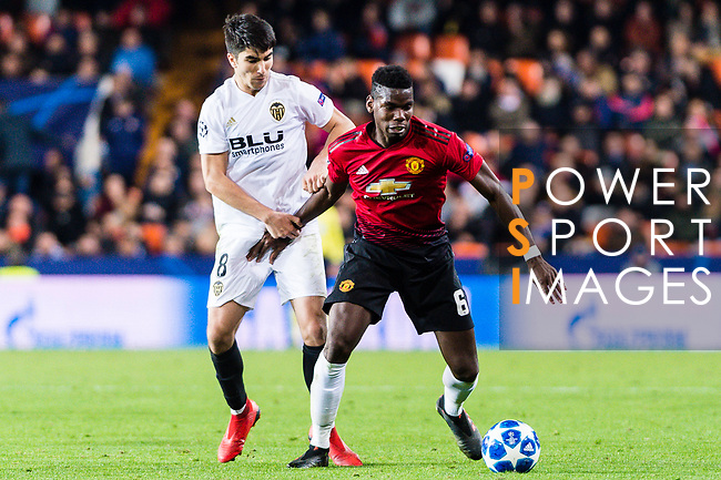 Paul Pogba of Manchester United (R) fights for the ball with Carlos Soler of Valencia CF (L) during the UEFA Champions League 2018-19 match between Valencia CF and Manchester United at Estadio de Mestalla on December 12 2018 in Valencia, Spain. Photo by Maria Jose Segovia Carmona / Power Sport Images