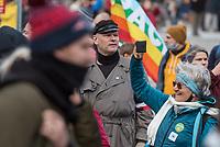"""Sogenannten """"Querdenker"""" sowie verschiedene rechte und rechtsextreme Gruppen hatten fuer den 18. November 2020 zu einer Blockade des Bundestag aufgerufen. Sie wollten damit verhindern, dass es eine Abstimmung ueber das Infektionsschutzgesetz gibt.<br /> Es sollen sich ca. 7.000 Menschen versammelt haben. Sie wurden durch Polizeiabsperrungen daran gehindert zum Reichstagsgebaeude zu gelangen. Sie versammelten sich daraufhin u.a. vor dem Brandenburger Tor.<br /> Im Bild: Unter den Demonstranten waren etliche Rechtsextremisten der NPD und dem """"3. Weg"""", so wie der Hamburger Nazi Thomas """"Steiner"""" Wulff.<br /> 18.11.2020, Berlin<br /> Copyright: Christian-Ditsch.de"""