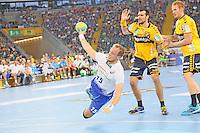 Henrik Toft Hansen (HSV) gegen Alexander Petersson und Stefan Kneer (Löwen) - Tag des Handball, Rhein-Neckar Löwen vs. Hamburger SV, Commerzbank Arena