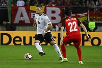 Niklas Süle (Deutschland Germany) gegen Afran Ismayilov (Aserbaidschan) - 08.10.2017: Deutschland vs. Asabaidschan, WM-Qualifikation Spiel 10, Betzenberg Kaiserslautern