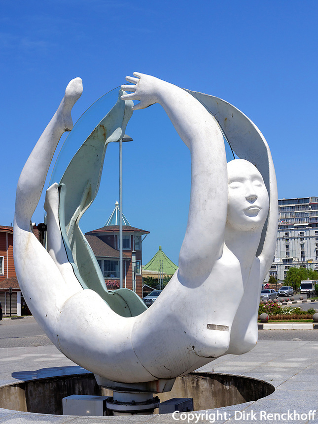Skulptur Rotation von Tamara Kwesitadse vor dem Rathaus, Batumi, Adscharien - Atschara, Georgien, Europa<br /> sculpture rotation by TamaraKwestitadse, Batumi, Adjara,  Georgia, Europe
