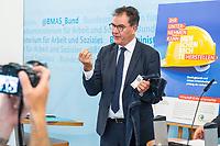 """Bundesminister fuer wirtschaftliche Zusammenarbeit und Entwicklung, Dr. Gerd Mueller, CSU (im Bild), und der Bundesminister fuer Arbeit und Soziales, Hubertus Heil, SPD, luden am Dienstag den 14. Juli 2020 in Berlin zu einer gemeinsamen Pressekonferenz ein, um die Ergebnisse des Monitorings im Rahmen des Nationalen Aktionsplans Wirtschaft und Menschenrechte (NAP) zu kommentieren.<br /> Im Bild: Minister Mueller praesentiert eine fair und ohne Kinderarbeit in Bangladesh hergestellte Jeans mit dem  Fair-Label """"Gruener Knopf"""".<br /> 14.7.2020, Berlin<br /> Copyright: Christian-Ditsch.de<br /> NUR FUER REDAKTIONELLE ZWECKE! Werbung nur auf Anfrage beim Fotografen. [Inhaltsveraendernde Manipulation des Fotos nur nach ausdruecklicher Genehmigung des Fotografen. Vereinbarungen ueber Abtretung von Persoenlichkeitsrechten/Model Release der abgebildeten Person/Personen liegen nicht vor. NO MODEL RELEASE! Don't publish without copyright Christian-Ditsch.de, Veroeffentlichung nur mit Fotografennennung, sowie gegen Honorar, MwSt. und Beleg. Konto: I N G - D i B a, IBAN DE58500105175400192269, BIC INGDDEFFXXX, Kontakt: post@christian-ditsch.de<br /> Bei der Bearbeitung der Dateiinformationen darf die Urheberkennzeichnung in den EXIF- und  IPTC-Daten nicht entfernt werden, diese sind in digitalen Medien nach §95c UrhG rechtlich geschuetzt. Der Urhebervermerk wird gemaess §13 UrhG verlangt.]"""