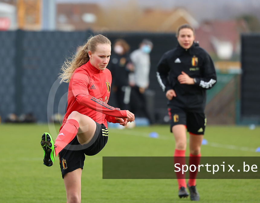 Feli Delacauw pictured during the training session of the Belgian Women's National Team ahead of a friendly female soccer game between the national teams of Germany and Belgium , called the Red Flames in a pre - bid tournament called Three Nations One Goal with the national teams from Belgium , The Netherlands and Germany towards a bid for the hosting of the 2027 FIFA Women's World Cup ,on 19th of February 2021 at Proximus Basecamp. PHOTO: SEVIL OKTEM | SPORTPIX.BE