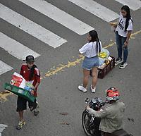 CALI - COLOMBIA, 28-04-2021: Un grupo de jóvenes llevan el prodcuto del saqueo de un supermercado en el oeste de la ciudad de Cali durante la jornada del Paro nacional en Colombia hoy, 28 abril de 2021, para protestar por la reforma tributaria que adelanta el gobierno de Ivan Duque además de la precaria situación social y económica que vive Colombia. El paro fue convocado por sindicatos, organizaciones sociales, estudiantes y la oposición. / A group of young people carry the prodcut of the looting of a supermarket in the west of the city of Cali during the day of the national strike in Colombia today, April 28, 2021, to protest the tax reform carried out by the government of Ivan Duque in addition to the precarious social and economic situation that Colombia is experiencing. The strike was called by unions, social organizations, students and the opposition in Colombia. Photo: VizzorImage / Gabriel Aponte / Staff