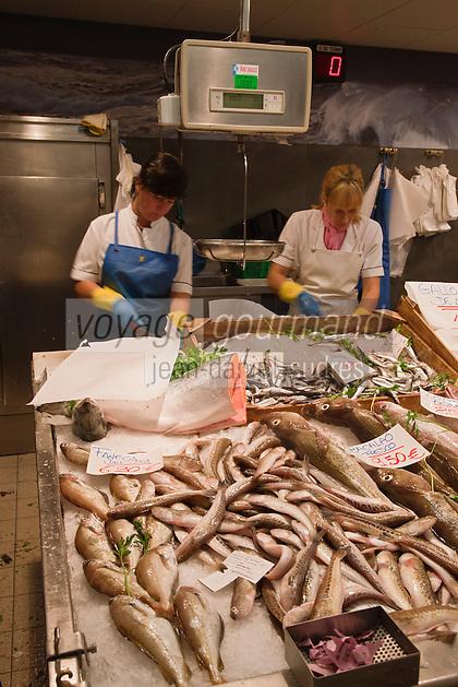 Europe/Espagne/Guipuscoa/Pays Basque/Saint-Sébastien: Le marché de La Bretxa se trouve dans le vieux quartier de Saint Sébastien _ Etal d'un poissonnier