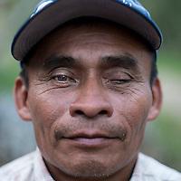 24 noviembre 2014. <br /> Guillermo 52 años de Sacsi Chitaña, Cobán Guatemala. Es uno de los activista contra el proyecto de construcción de una hidroeléctrica de la empresa Renace construida por el grupo Cobra.<br /> La llegada de algunas compañías extranjeras a América Latina ha provocado abusos a los derechos de las poblaciones indígenas y represión a su defensa del medio ambiente. En Santa Cruz de Barillas, Guatemala, el proyecto de la hidroeléctrica española Ecoener ha desatado crímenes, violentos disturbios, la declaración del estado de sitio por parte del ejército y la encarcelación de una decena de activistas contrarios a los planes de la empresa. Un grupo de indígenas mayas, en su mayoría mujeres, mantiene cortado un camino y ha instalado un campamento de resistencia para que las máquinas de la empresa no puedan entrar a trabajar. La persecución ha provocado además que algunos ecologistas, con órdenes de busca y captura, hayan tenido que esconderse durante meses en la selva guatemalteca.<br /> <br /> En Cobán, también en Guatemala, la hidroeléctrica Renace se ha instalado con amenazas a la población y falsas promesas de desarrollo para la zona. Como en Santa Cruz de Barillas, el proyecto ha dividido y provocado enfrentamientos entre la población. La empresa ha cortado el acceso al río para miles de personas y no ha respetado la estrecha relación de los indígenas mayas con la naturaleza. ©Calamar2/ Pedro ARMESTRE<br /> <br /> The arrival of some foreign companies to Latin America has provoked abuses of the rights of indigenous peoples and repression of their defense of the environment. In Santa Cruz de Barillas, Guatemala, the project of the Spanish hydroelectric Ecoener has caused murders, violent riots, the declaration of a state of siege by the army and the imprisonment of a dozen activists opposed to the project . <br /> A group of Mayan Indians, mostly women, has cut a path and has installed a resistance camp to prevent the enter of the company's machin