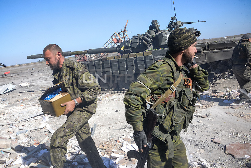 Pro-Russian rebels carry ammunitions and food to their positions at the Airport of Donetsk, Eastern Ukraine.