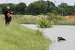 Pix: Shaun Flannery/sf-pictures.com..COPYRIGHT PICTURE>>SHAUN FLANNERY>01302-570814>>..27th June 2007............South Yorkshire Police under water team search a dyke near Tilts Hill Lane between Toll Bar & Askern, South Yorkshire after reports of a man falling in.
