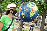 """Fridays for Future protestierte am Freitag den 26. Juni 2020 in Berlin vor dem Bundeswirtschaftsministerium gegen das Kohleausstiegsgesetz der Bundesregierung und eroeffnete eine """"Galerie des Scheiterns"""".<br /> Im Bild: <br /> 26.6.2020, Berlin<br /> Copyright: Christian-Ditsch.de<br /> NUR FUER REDAKTIONELLE ZWECKE! Werbung nur auf Anfrage beim Fotografen. [Inhaltsveraendernde Manipulation des Fotos nur nach ausdruecklicher Genehmigung des Fotografen. Vereinbarungen ueber Abtretung von Persoenlichkeitsrechten/Model Release der abgebildeten Person/Personen liegen nicht vor. NO MODEL RELEASE! Don't publish without copyright Christian-Ditsch.de, Veroeffentlichung nur mit Fotografennennung, sowie gegen Honorar, MwSt. und Beleg. Konto: I N G - D i B a, IBAN DE58500105175400192269, BIC INGDDEFFXXX, Kontakt: post@christian-ditsch.de<br /> Bei der Bearbeitung der Dateiinformationen darf die Urheberkennzeichnung in den EXIF- und  IPTC-Daten nicht entfernt werden, diese sind in digitalen Medien nach §95c UrhG rechtlich geschuetzt. Der Urhebervermerk wird gemaess §13 UrhG verlangt.]"""