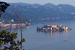 Italien, Piemont, Lago d'Orta: Blick vom Westufer auf die kleine Insel Isola di San Giulio | Italy, Piedmont, Lago d'Orta: view from west bank at Isola di San Giulio
