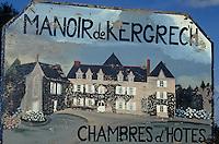Europe/France/Bretagne/22/Côtes d'Armor/Circuit de la Côte des Ajoncs/Plougrescant: Affiche du manoir de Kergrech