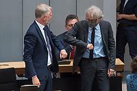 Plenarsitzung des Berliner Abgeordnetenhaus am Donnerstag den 20. August 2020.<br /> Im Bild: Sebastian Scheel (Linkspartei), Senator fuer Stadtentwicklung und Wohnen des Landes Berlin (links) wird von Finanzsenator Matthias Kollatz (SPD) begruesst.<br /> Scheel ist der Nachfolger der zurueckgetretenen Senatorin Katrin Lompscher, zuvor war er der Staatssekretaer der Senatorin.<br /> 20.8.2020, Berlin<br /> Copyright: Christian-Ditsch.de<br /> [NUR FUER REDAKTIONELLE ZWECKE! Werbung nur auf Anfrage beim Fotografen. Inhaltsveraendernde Manipulation des Fotos nur nach ausdruecklicher Genehmigung des Fotografen. Vereinbarungen ueber Abtretung von Persoenlichkeitsrechten/Model Release der abgebildeten Person/Personen liegen nicht vor. NO MODEL RELEASE! Don't publish without copyright Christian-Ditsch.de, Veroeffentlichung nur mit Fotografennennung, sowie gegen Honorar, MwSt. und Beleg. Konto: I N G - D i B a, IBAN DE58500105175400192269, BIC INGDDEFFXXX, Kontakt: post@christian-ditsch.de<br /> Bei der Bearbeitung der Dateiinformationen darf die Urheberkennzeichnung in den EXIF- und  IPTC-Daten nicht entfernt werden, diese sind in digitalen Medien nach §95c UrhG rechtlich geschuetzt. Der Urhebervermerk wird gemaess §13 UrhG verlangt.]
