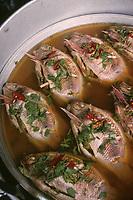 Asie/Thaïlande/Chiang Mai : Sur le marché, détail étal poissons cuits