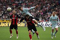 Kopfballabwehr von Nikolce Noveski (FSV Mainz 05) gegen Ioannis Amanatidis (Eintracht Frankfurt)