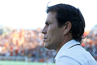 Calcio, Serie A: Frosinone vs Roma. Frosinone, stadio Comunale, 12 settembre 2015.<br /> Roma's coach Rudi Garcia waits for the start of the Italian Serie A football match between Frosinone and Roma at Frosinone Comunale stadium, 12 September 2015.<br /> UPDATE IMAGES PRESS/Isabella Bonotto